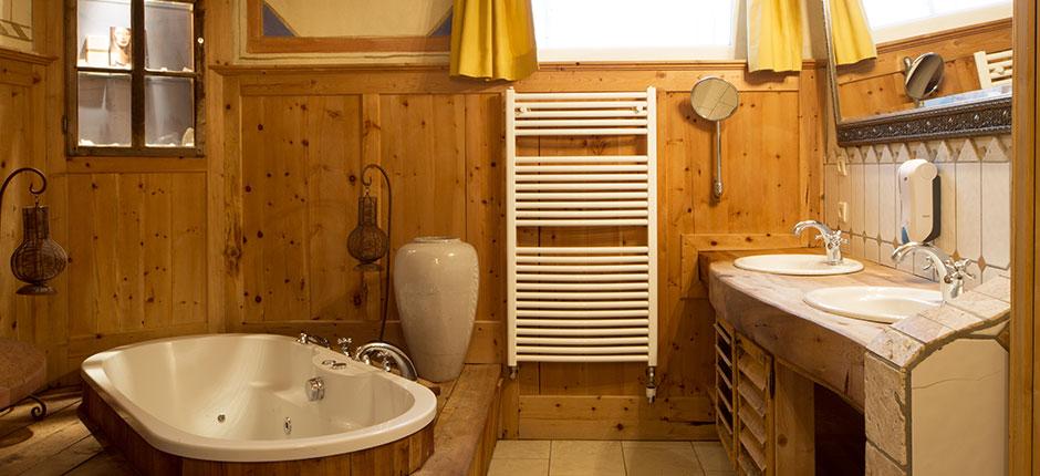 mietbadezimmer im camping caravan park privates badezimmer in sexten. Black Bedroom Furniture Sets. Home Design Ideas